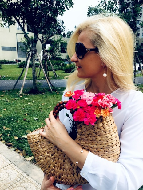 blog, fashion blog, spring 2018, trends 2018, wiosna 2018, trendy na wiosne 2018, straw bag, koszyk, bizuteria, lifestyle blog,