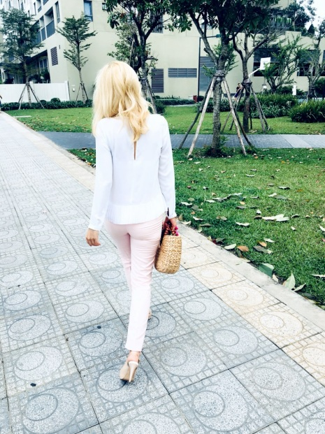 blog, fashion blog, dream about glow life, pastel color, moda na wiosne 2018, trendy wiosna 2018, fashion spring 2018, drea about glow life, city outfit,